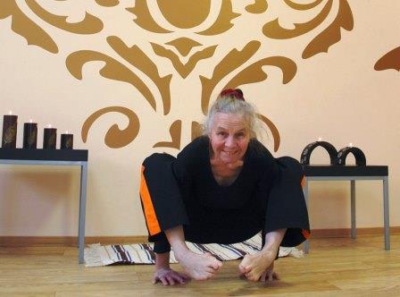 Где обучиться инструктором йоги
